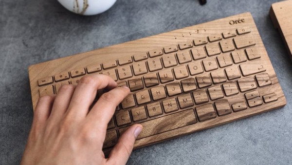 kaboompics.com_Man_working_with_wooden_Oree_Keyboard_Touchslab_1_1024x1024